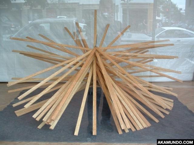 akamundo_sculpture_repetition_pattern_organic_meter_sticks_window_detail-640x480